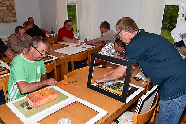 2016-08-22 Fotoklubbsmöte med bildinramning 03, 600px